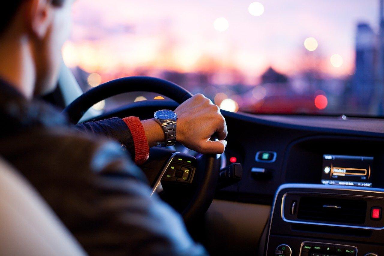 car, traffic, man-1149997.jpg